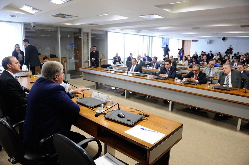 Comissão Parlamentar Mista de Inquérito da JBS (CPMI-JBS) realiza reunião para apresentação e apreciação do relatório final.Mesa: relator-geral da CPMI-JBS, deputado Carlos Marun (PMDB-MS); presidente da CPMI-JBS, senador Ataídes Oliveira (PSDB-TO).Foto: Marcos Oliveira/Agência Senado