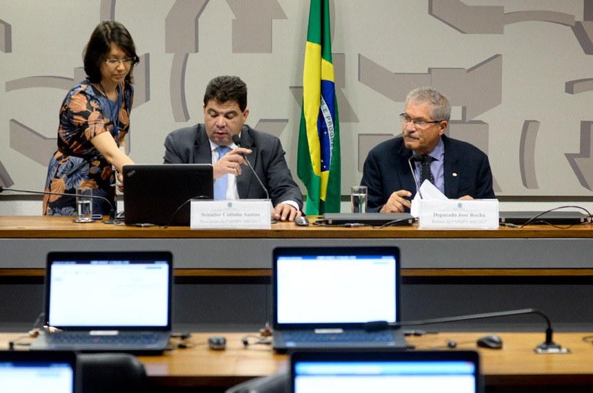 Comissão Mista da Medida Provisória (CMMPV) nº 800, de 2017,  reprogramação de investimentos em concessões rodoviárias): Apreciação de relatório.  E/D: presidente da CMMPV 800/2017, senador Cidinho Santos (PR-MT); relator da CMMPV 800/2017, deputado José Rocha (PR-BA).  Foto: Jefferson Rudy/Agência Senado