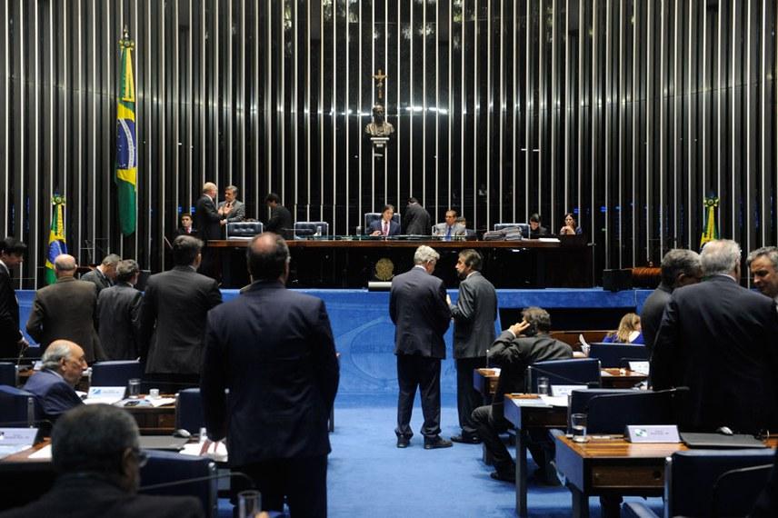 Plenário do Senado durante sessão deliberativa extraordinária.  Mesa: presidente do Senado Federal senador Eunício Oliveira (PMDB-CE);  senador Cássio Cunha Lima (PSDB-PB).  Foto: Jonas Pereira/Agência Senado
