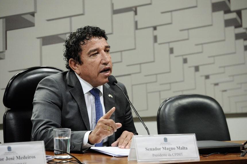 CPI dos Maus-tratos (CPIMT) realiza depoimentos.   À mesa, presidente da CPIMT, senador Magno Malta (PR-ES).  Foto: Marcos Oliveira/Agência Senado