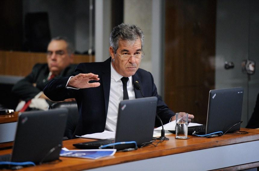Comissão de Relações Exteriores e Defesa Nacional (CRE) realiza reunião deliberativa com 7 itens.    Em pronunciamento, à bancada, senador Jorge Viana (PT-AC).  Foto: Edilson Rodrigues/Agência Senado