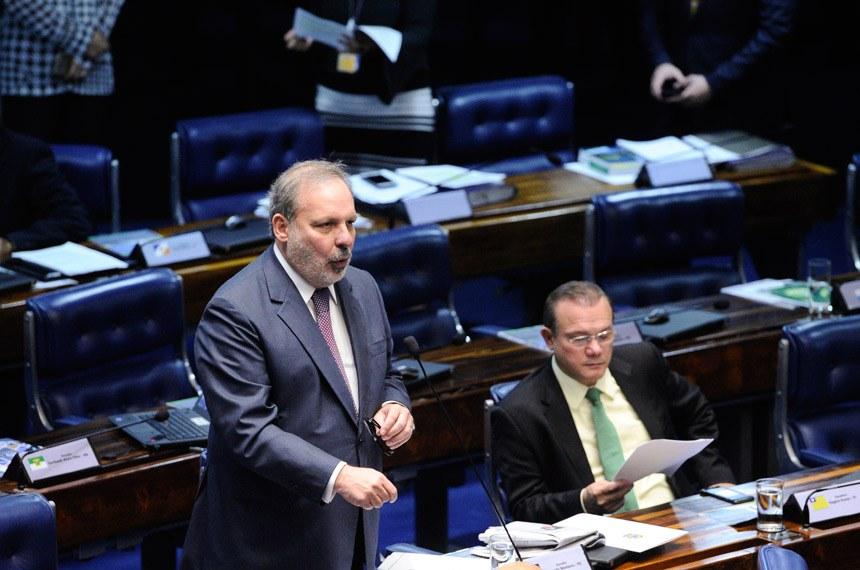 Plenário do Senado Federal durante sessão deliberativa extraordinária.   Em pronunciamento, senador Armando Monteiro (PTB-PE).  Foto: Marcos Oliveira/Agência Senado