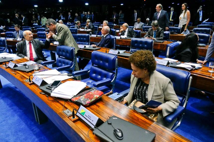 Plenário do Senado Federal durante sessão deliberativa extraordinária.   Participam:  senador Armando Monteiro (PTB-PE);  senador José Medeiros (Pode-MT);  senador José Pimentel (PT-CE);  senador Pedro Chaves (PSC-MS);  senador Sérgio de Castro (PDT-ES);  senador Waldemir Moka (PMDB-MS); ] senadora Regina Sousa (PT-PI).  Foto: Roque de Sá/Agência Senado