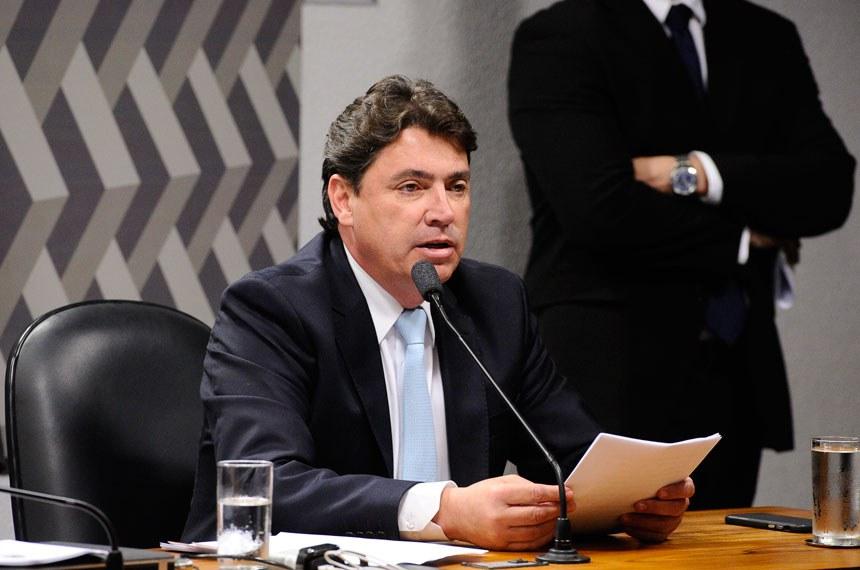 Comissão de Constituição, Justiça e Cidadania (CCJ) realiza reunião deliberativa com 32 itens. Na pauta, o PLS 186/2014, que regulamenta a exploração de jogos de azar.  À mesa, em pronunciamento, senador Wilder Morais (PP-GO).  Foto: Marcos Oliveira/Agência Senado