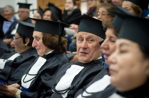 Resultado de imagem para Sancionada lei que garante cursos e programas de extensão a idosos em universidades