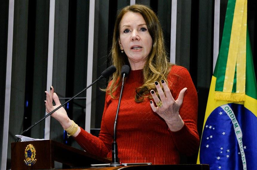 Plenário do Senado durante sessão não deliberativa.  Em discurso, à tribuna, senadora Vanessa Grazziotin (PCdoB-AM).  Foto: Waldemir Barreto/Agência Senado