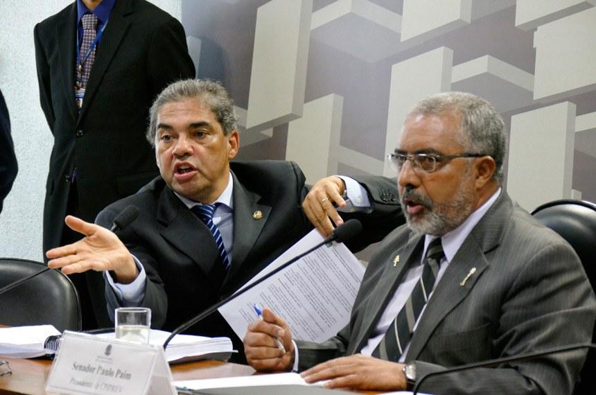 CPI da Previdência (CPIPREV) realiza reunião para apreciação do relatório final.  Mesa:  relator da CPIPREV, senador Hélio José (PMDB-DF);  presidente da CPIPREV, senador Paulo Paim (PT-RS)   Foto: Roque de Sá/Agência Senado