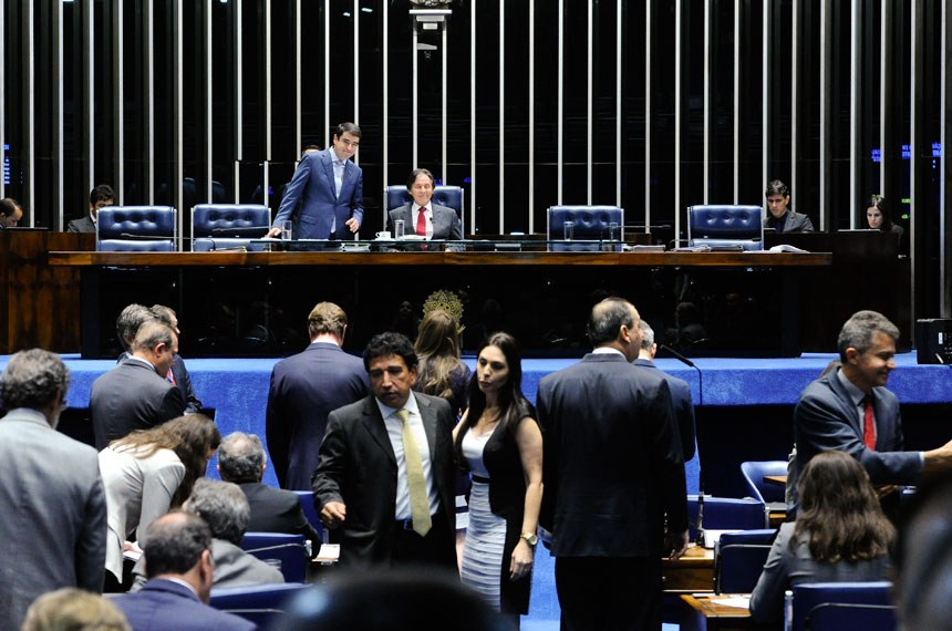 Plenário do Senado durante sessão deliberativa ordinária. Ordem do dia.  À mesa: presidente do Senado, senador Eunício Oliveira (PMDB-CE).  Foto: Moreira Mariz/Agência Senado