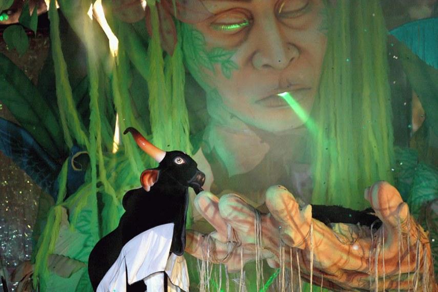 Parintins (AM), 26/06/2003 (Agência Brasil - ABr), Detalhe da apresentação no Bumbódromo, em Parintins (AM). (Foto: Antônio Milena - ABr - hor - 04).