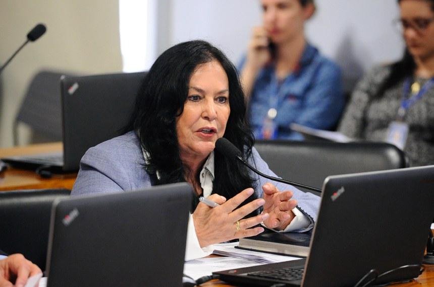 Comissão de Assuntos Econômicos (CAE) realiza reunião deliberativa com 19 itens. Entre eles, o PLS 505/2013, que cria a Tarifa Social de Água e Esgoto.  Em pronunciamento, senadora Rose de Freitas (PMDB-ES).  Foto: Marcos Oliveira/Agência Senado