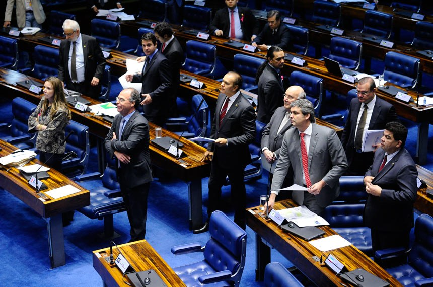 Plenário do Senado durante sessão deliberativa extraordinária.  À bancada: senador Ataídes Oliveira (PSDB-TO); senador Cidinho Santos (PR-MT); senador Fernando Bezerra Coelho (PMDB-PE); senador Flexa Ribeiro (PSDB-PA); senadora Vanessa Grazziotin (PCdoB-AM).  Foto: Marcos Oliveira/Agência Senado