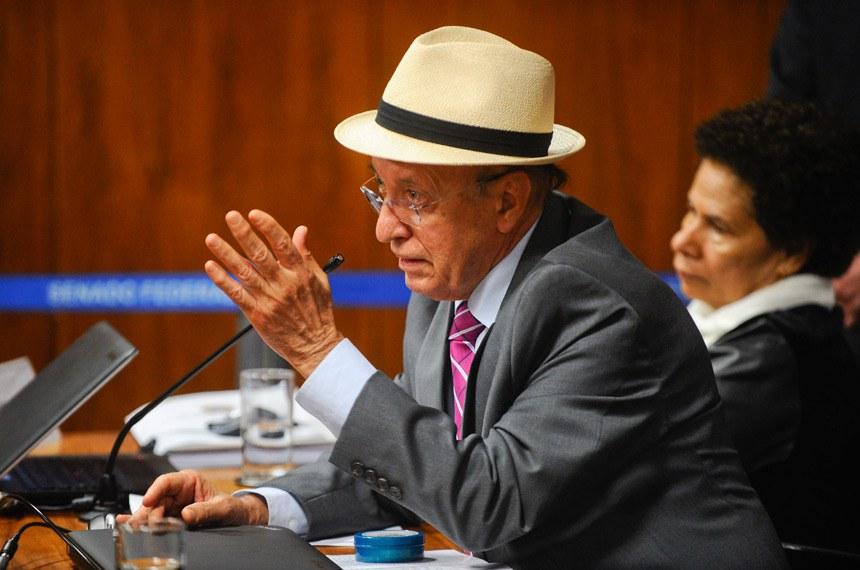 Comissão de Constituição, Justiça e Cidadania (CCJ) realiza reunião para apreciação do PLC 38/2017, que trata da reforma trabalhista.  Em pronunciamento, senador Antonio Carlos Valadares (PSB-SE).  Foto: Marcos Oliveira/Agência Senado