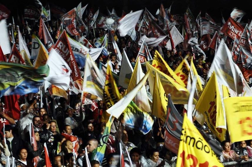 Comício da vitória com Mercadante, Lula e Dilma. Mercadante faz Comício da vitória com Lula e Dilma, no Anhembi.