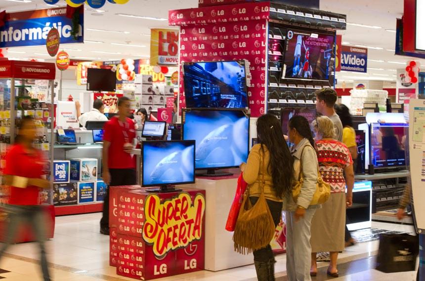 Shopping cheio no período das compras de Natal