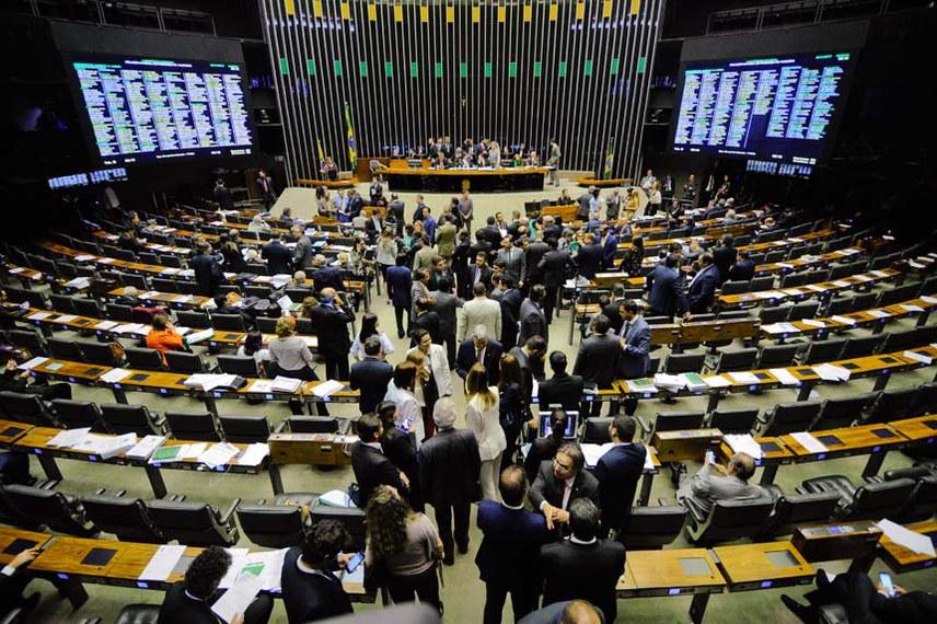 Presidente do Senado Federal senador Eunício Oliveira (PMDB-CE) preside sessão conjunta do Congresso Nacional para apreciação de vetos e projetos que abrem crédito extra a diversos órgãos.  Foto: Marcos Oliveira/Agência Senado