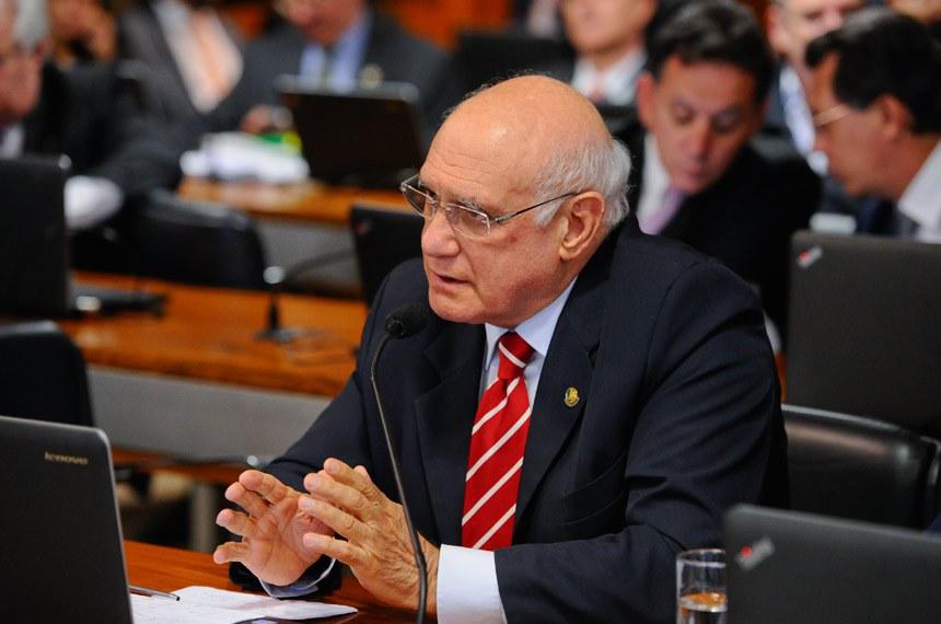 Comissão Mista Especial sobre a Lei Kandir (CME Lei Kandir) realiza reunião para apresentação do relatório final.  Em pronunciamento, à bancada, senador Lasier Martins (PSD-RS).  Foto: Marcos Oliveira/Agência Senado