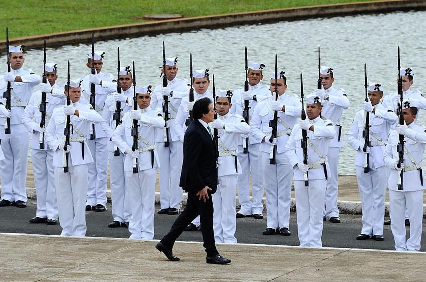 O presidente do Senado, Eunício Oliveira, passa as tropas em revista na cerimônia de abertura dos trabalhos legislativos de 2018