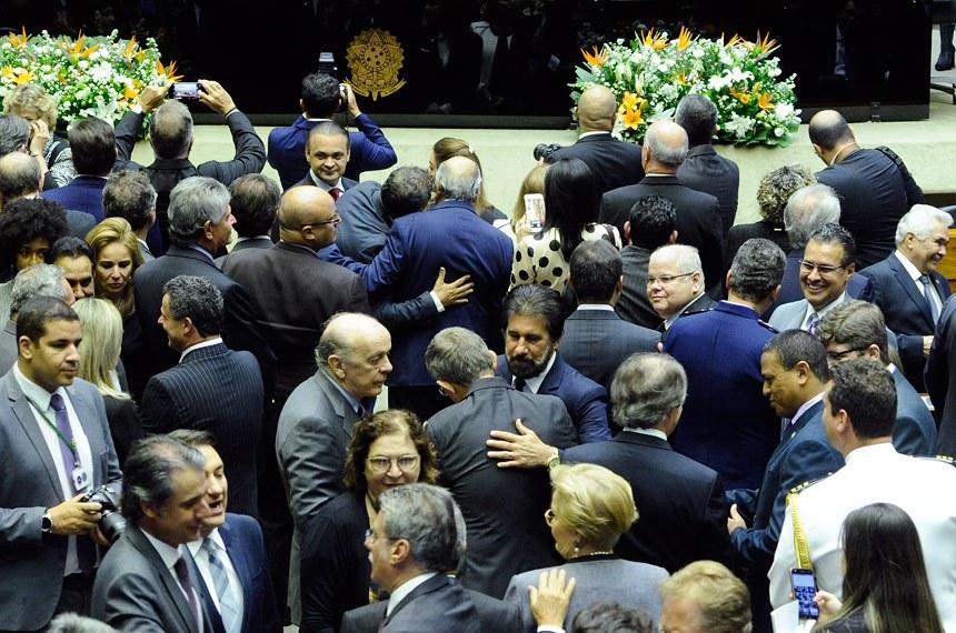 Plenário da Câmara dos Deputados durante sessão solene do Congresso Nacional destinada a inaugurar a 4ª Sessão Legislativa Ordinária da 55ª Legislatura.  Parlamentares aguardam início da sessão.  Foto: Waldemir Barreto/Agência Senado