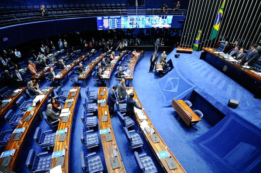 Do presidente do Senado, Eunício Oliveira, o projeto que torna obrigatório o bloqueio de celulares em presídios segue para a Câmara