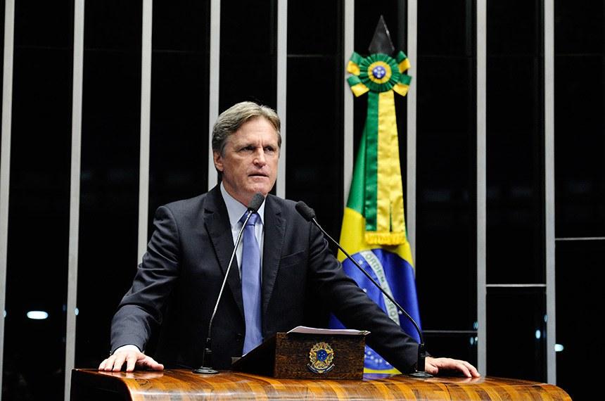 Plenário do Senado Federal durante sessão deliberativa extraordinária.   Em discurso, à tribuna, senador Dário Berger (PMDB-SC).  Foto: Marcos Oliveira/Agência Senado