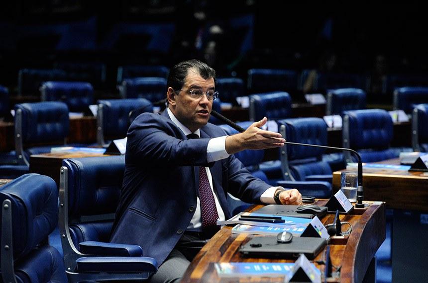 Plenário do Senado Federal durante sessão deliberativa extraordinária.   Em pronunciamento, senador Eduardo Braga (PMDB-AM).  Foto: Marcos Oliveira/Agência Senado