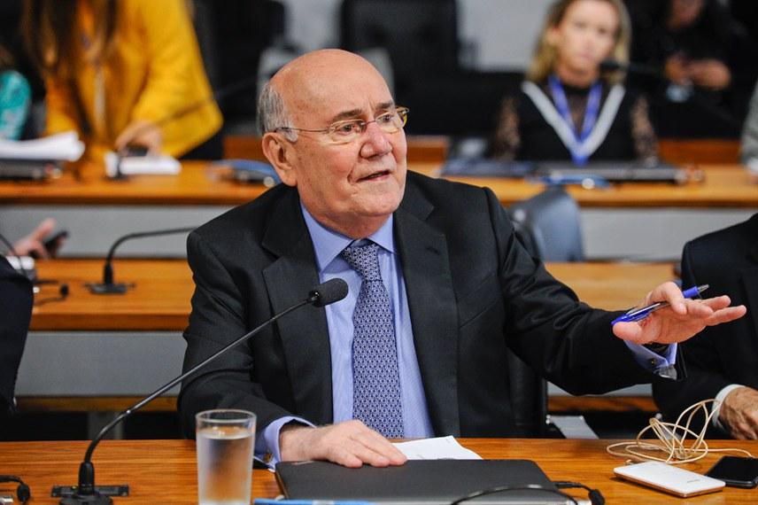 Comissão de Agricultura e Reforma Agrária (CRA) realiza reunião para definição dos trabalhos para 2018.  Em pronunciamento, senador Flexa Ribeiro (PSDB-PA).  Foto: Marcos Oliveira/Agência Senado