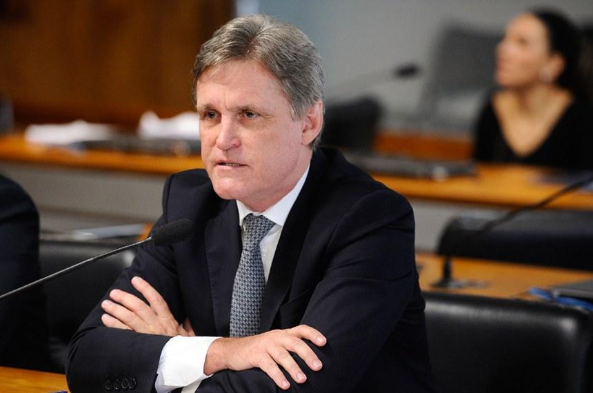 Comissão de Agricultura e Reforma Agrária (CRA) realiza reunião para definição dos trabalhos para 2018.  Em pronunciamento, senador Dário Berger (PMDB-SC).  Foto: Marcos Oliveira/Agência Senado