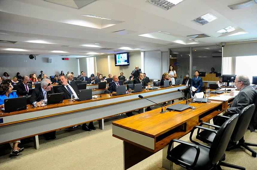 Comissão de Assuntos Econômicos (CAE) realiza reunião deliberativa com 8 itens na pauta. Entre eles, o PLC 93/2017, que cria cargos efetivos no quadro de pessoal do TRE/SP.   À mesa, presidente da CAE, senador Tasso Jereissati (PSDB-CE).  À bancada: senadora Lídice da Mata (PSB-BA); senador Otto Alencar (PSD-BA); senador Armando Monteiro (PTB-PE);  senador Sérgio de Castro (PDT-ES); senador Ataídes Oliveira (PSDB-TO) senadora Lúcia Vânia (PSB-GO).     Foto: Geraldo Magela/Agência Senado