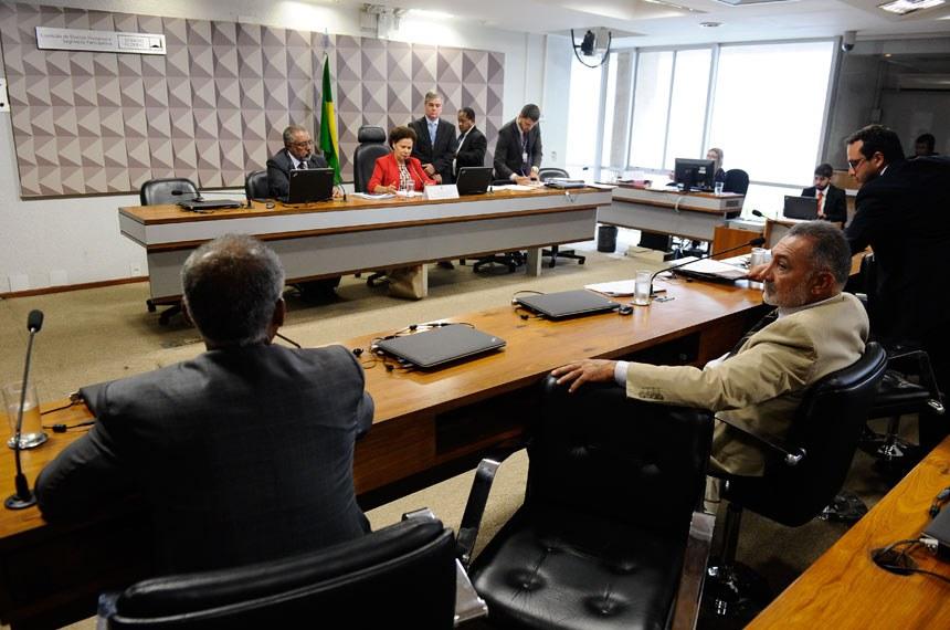 Comissão de Direitos Humanos e Legislação Participativa (CDH) realiza reunião deliberativa com 14 itens. Entre eles, o PLS 382/2011, sobre a instalação de brinquedos adaptados para crianças com deficiência ou mobilidade reduzida .  À Mesa: vice-presidente da CDH, senador Paulo Paim (PT-RS); presidente da CDH, senadora Regina Sousa (PT-PI).  À bancada: senador Telmário Mota (PTB-RR); senador Romário (Pode-RJ).  Foto: Marcos Oliveira/Agência Senado