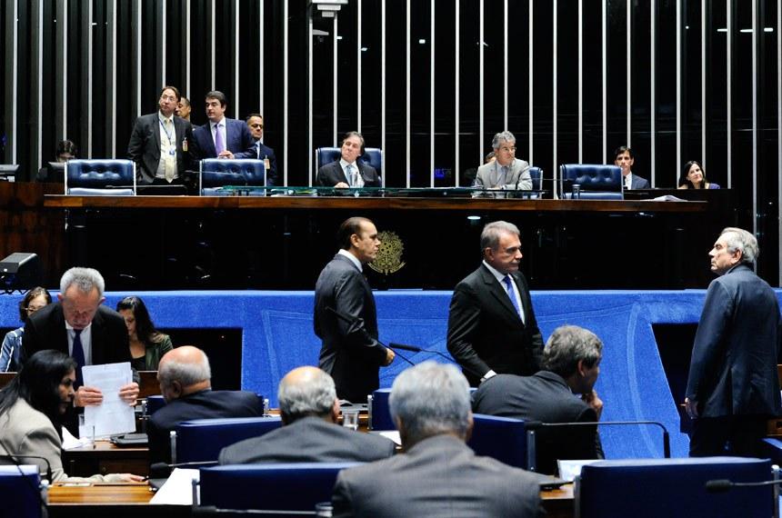 Plenário do Senado Federal durante sessão deliberativa ordinária. Ordem do dia.  Mesa: presidente do Senado, senador Eunício Oliveira (PMDB-CE); senador Jorge Viana (PT-AC);   Foto: Moreira Mariz/Agência Senado