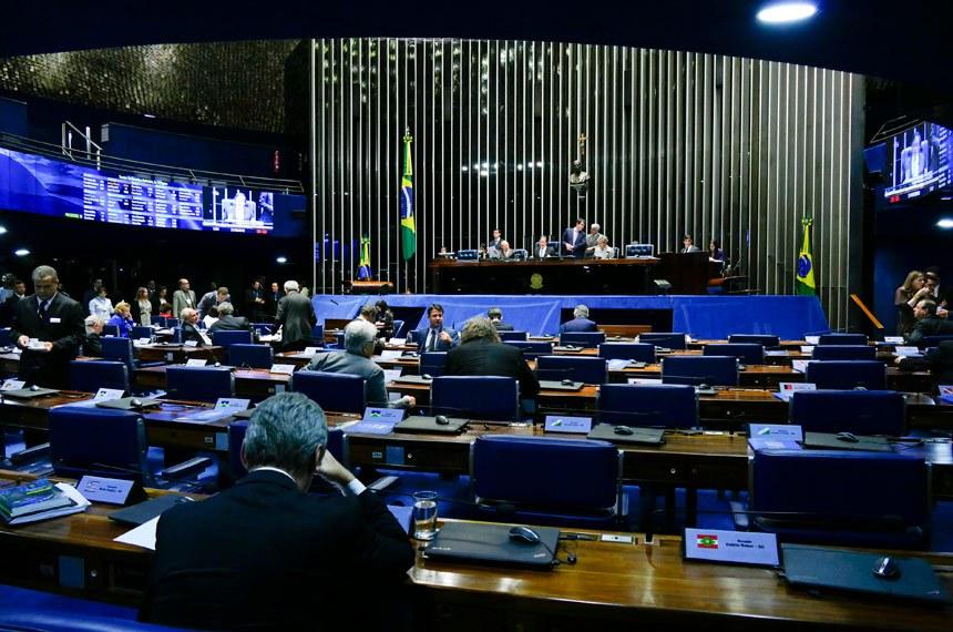 Plenário do Senado Federal durante sessão deliberativa ordinária. Ordem do dia.  Mesa: senador João Alberto Souza (PMDB-MA); presidente do Senado, senador Eunício Oliveira (PMDB-CE); senador Jorge Viana (PT-AC).  Foto: Roque de Sá/Agência Senado