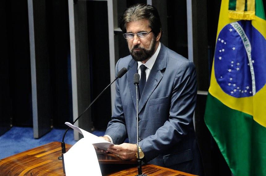 Plenário do Senado Federal durante sessão deliberativa ordinária. Ordem do dia.  Em discurso, à tribuna, senador Valdir Raupp (PMDB-RO).  Foto: Marcos Oliveira/Agência Senado