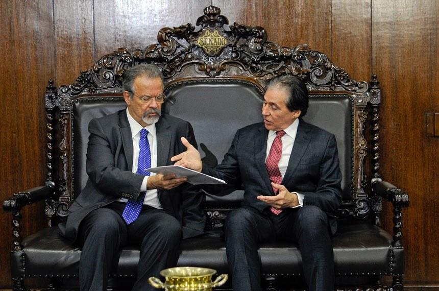Presidente do Senado, senador Eunício Oliveira (PMDB-CE), recebe o ministro da Segurança Pública, Raul Jungmann.  Foto: Jane de Araújo/Agência Senado