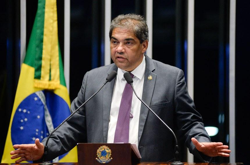 Plenário do Senado Federal durante sessão não deliberativa.   Em discurso, à tribuna, senador Hélio José (Pros-DF).  Foto: Jefferson Rudy/Agência Senado