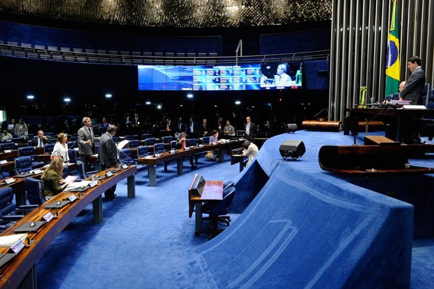 Plenário do Senado Federal durante sessão deliberativa ordinária.   À bancada em pronunciamento, senador Lindbergh Farias (PT-RJ).  Foto: Waldemir Barreto/Agência Senado
