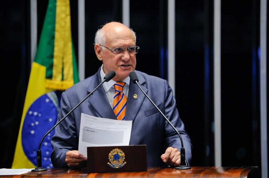 Plenário do Senado Federal durante sessão deliberativa extraordinária.   Em discurso, à tribuna, senador Lasier Martins (PSD-RS).  Foto: Edilson Rodrigues/Agência Senado