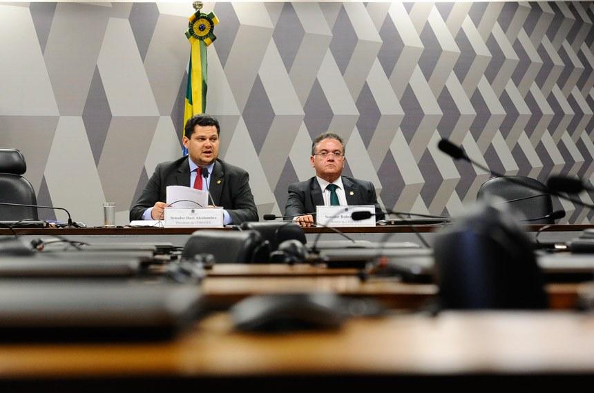 CPI do BNDES (CPIBNDES) realiza reunião deliberativa para apreciação de requerimentos.   Mesa:  presidente da CPIBNDES, senador Davi Alcolumbre (DEM-AP);  relator da CPIBNDES, senador Roberto Rocha (PSDB-MA)   Foto: Marcos Oliveira/Agência Senado