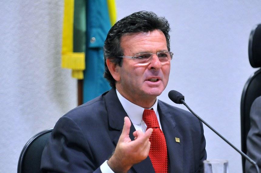 Sessão extraordinária da CCJ para sabatinar e votar a indicação, pela presidenta Dilma Rousseff, do nome do ministro do Superior Tribunal de Justiça (STJ), Luiz Fux, para o Supremo Tribunal Federal (STF), na vaga decorrente da aposentadoria do ministro Eros Grau.   Ministro do Superior Tribunal de Justiça (STJ), Luiz Fux.