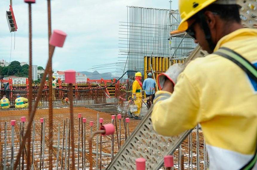 Trabalhador da construção civil: texto a ser votado aproxima o rendimento do FGTS ao da poupança
