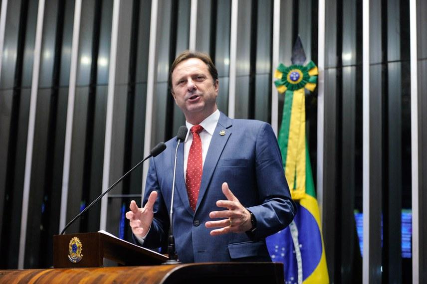 Plenário do Senado Federal durante sessão deliberativa ordinária.   À tribuna em discurso, senador Acir Gurgacz (PDT-RO).  Foto: Moreira Mariz/Agência Senado