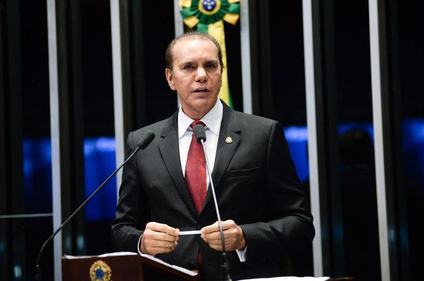 Plenário do Senado Federal durante sessão deliberativa ordinária.   Em discurso, à tribuna, senador Ataídes Oliveira (PSDB-TO).  Foto: Jefferson Rudy/Agência Senado