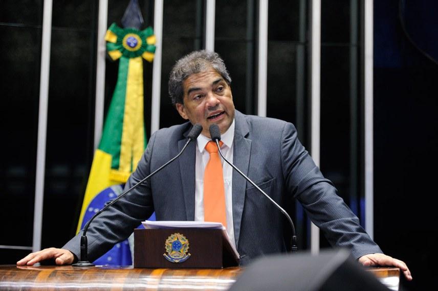 Plenário do Senado Federal durante sessão deliberativa ordinária.   Em discurso, à tribuna, senador Hélio José (Pros-DF).  Foto: Moreira Mariz/Agência Senado