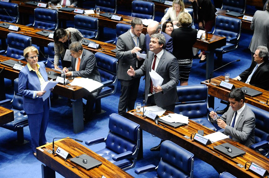 Plenário do Senado Federal durante sessão deliberativa ordinária.   À bancada em pronunciamento, senador Lindbergh Farias (PT-RJ).  Foto: Marcos Oliveira/Agência Senado