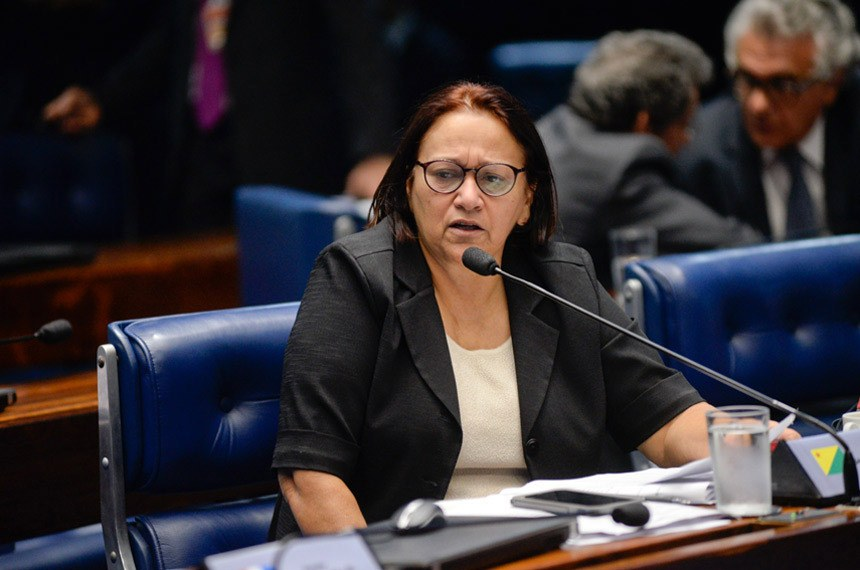 Plenário do Senado Federal durante sessão deliberativa ordinária.   À bancada em pronunciamento, senadora Fátima Bezerra (PT-RN).  Foto: Jefferson Rudy/Agência Senado