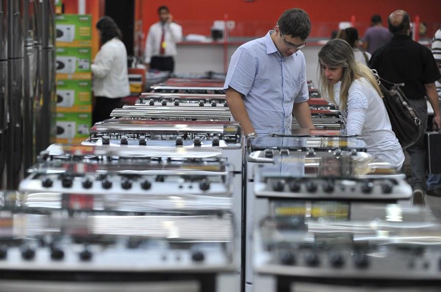 Brasília - Governo reduz Imposto sobre Produtos Industrializados (IPI) de eletrodomésticos da chamada linha branca, a renúncia fiscal é R$ 164 milhões, até o dia 31 de março de 2012