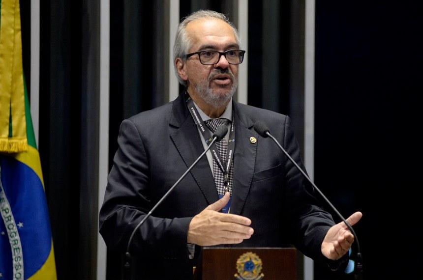 Plenário do Senado Federal durante sessão não deliberativa.   Em discurso, à tribuna, senador Roberto Muniz (PP-BA).  Foto: Jefferson Rudy/Agência Senado