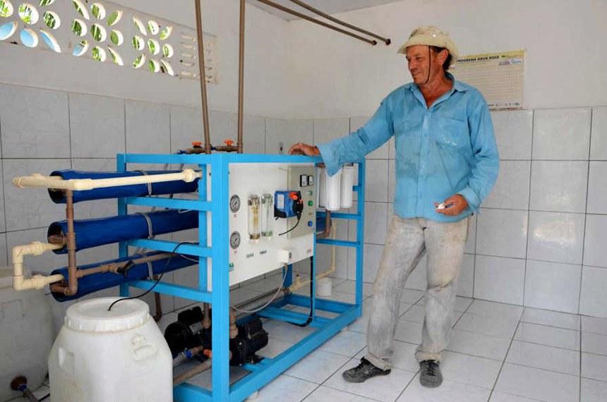 Instalada num assentamento uma unidade demonstrativa do Programa Água Doce (dessalinização), parceria de diversas instituições governamentais e não-governamentais, com recurso do Banco Nacional de Desenvolvimento Econômico e Social (BNDES), e que assegura o acesso à água própria para o consumo humano para as 33 famílias de Cachoeira Grande.