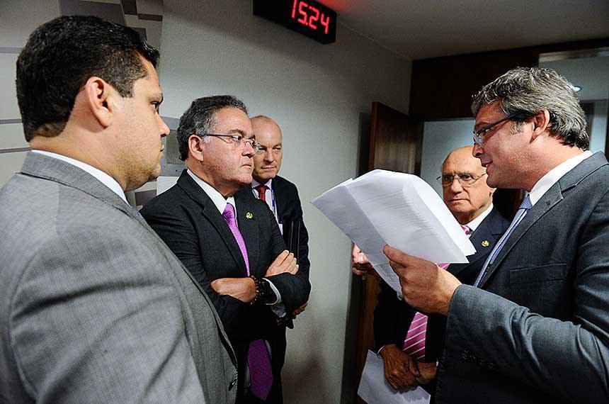 CPI do BNDES (CPIBNDES) realiza reunião para apreciação do relatório final.  Participam: senador Davi Alcolumbre (DEM-AP);  senador Roberto Rocha (PSDB-MA); senador Lasier Martins (PSD-RS); senador Lindbergh Farias (PT-RJ).  Foto: Marcos Oliveira/Agência Senado
