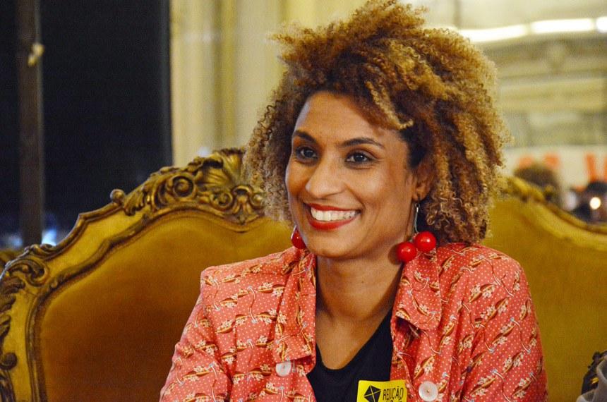 """Para Randolfe Rodrigues, """"ao tentarem calar a voz cidadã de Marielle, a multiplicaram ensurdecedoramente, e sua memória merece ecoar por toda a nossa História, como um símbolo da promoção dos direitos humanos"""""""