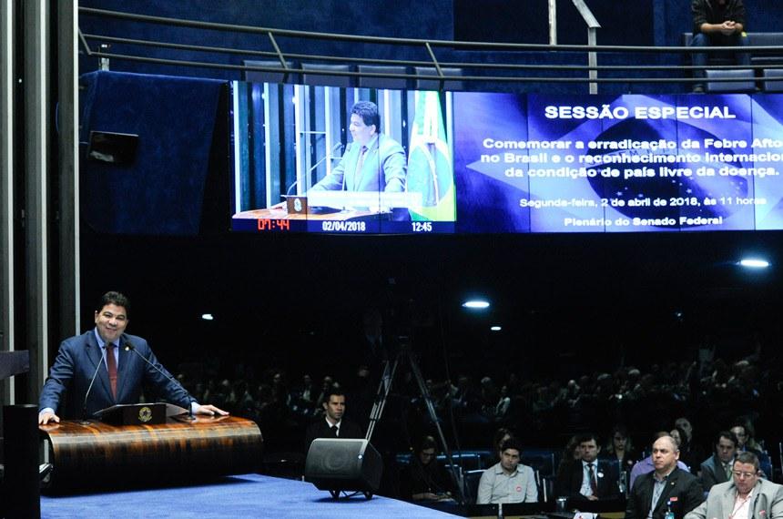 Plenário do Senado Federal durante sessão especial destinada a comemorar a erradicação da Febre Aftosa no Brasil e o reconhecimento internacional da condição de país livre da doença.  Em discurso, à tribuna, senador Cidinho Santos (PR-MT).  Foto: Geraldo Magela/Agência Senado